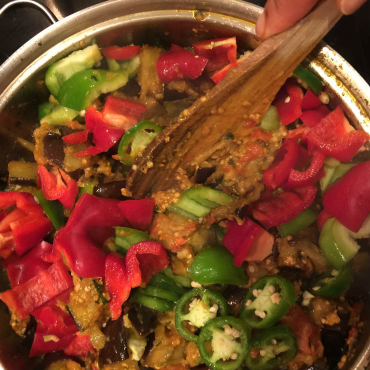 aubergines-mix-peppers-via-mamanushka-blog