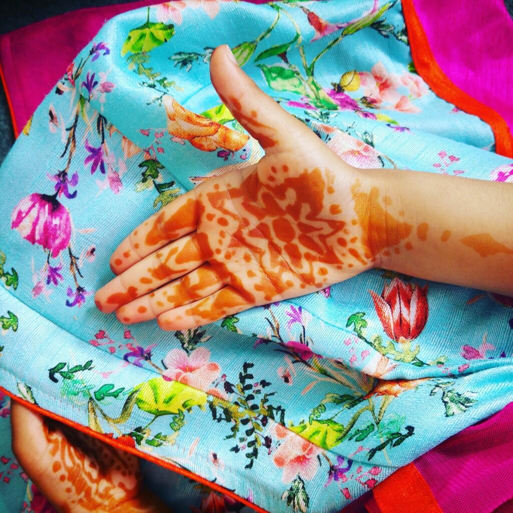 eid-clothes-henna-via-mamanushka-blog