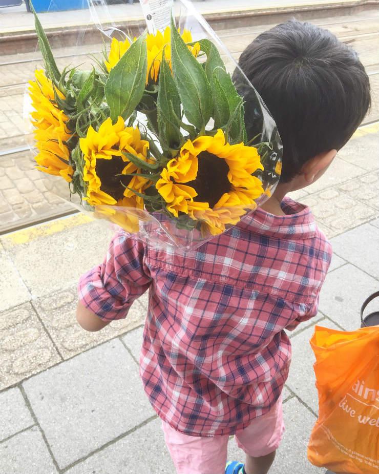 boy-with-sunflowers-via-mamanushkablog