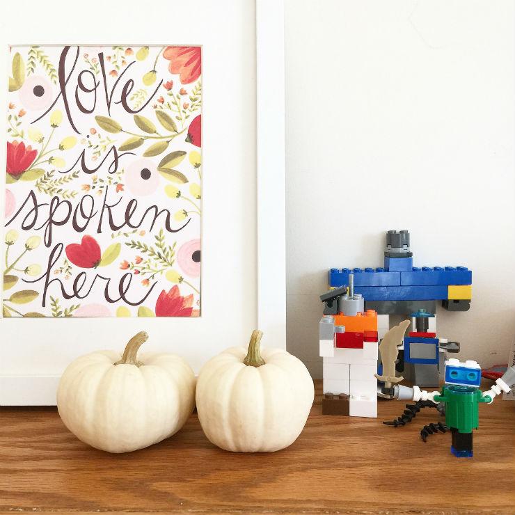fall-auatumn-mantle-white-pumpkin-via-mamanushka-blog