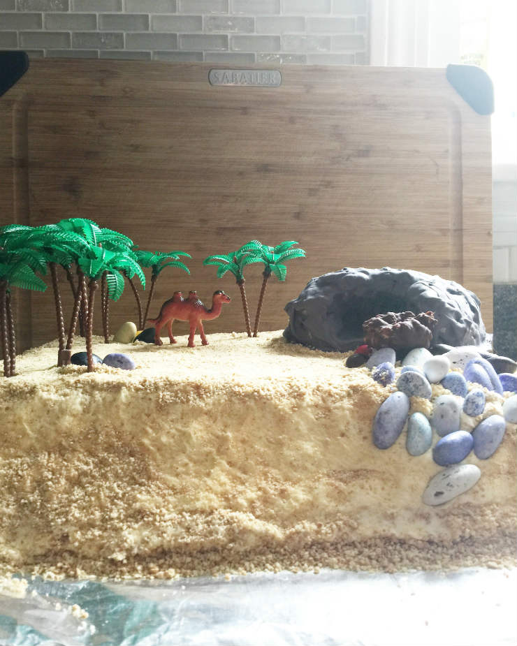 shadow-puppet-hijri-cake-via-mamanushka-blog