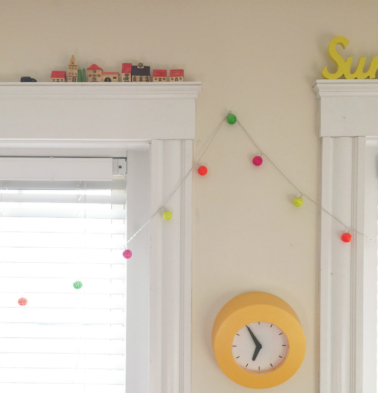 kids-room-decor-window-dressing-via-mamanushka-blog