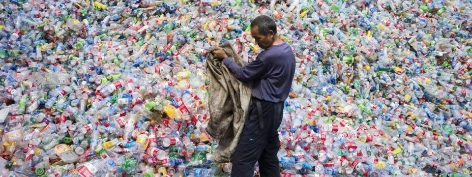 déchet bouteille en plastique centre de tri désastre écologique