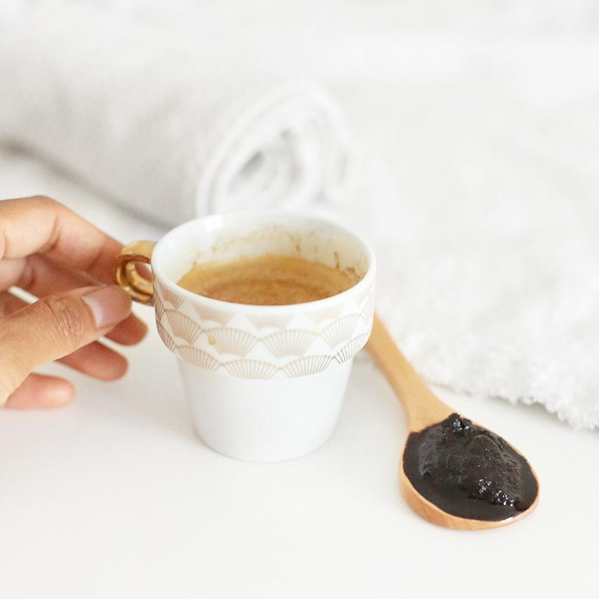 tasse de cafe et recette de gommage au marc de café solution zéro déchet