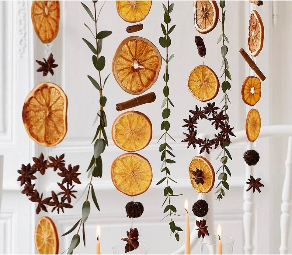 déco de Noël naturelle à faire soi-même : guirlandes d'oranges séchées cannelle badiane