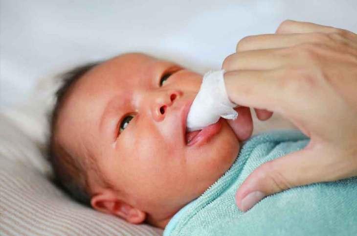 Beba ciscenje desni