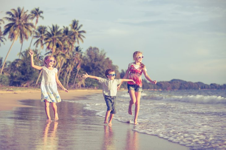 djeca trebaju hodati bez cipela