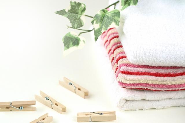 洗濯済みの畳んだタオル