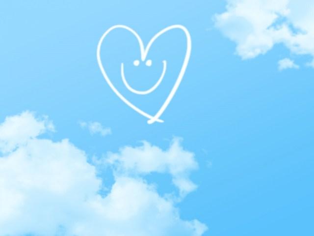 空に浮かぶニコニコハート