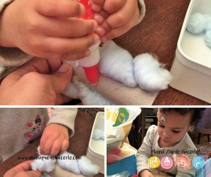 Conejito de tubo de cartón y algodón (