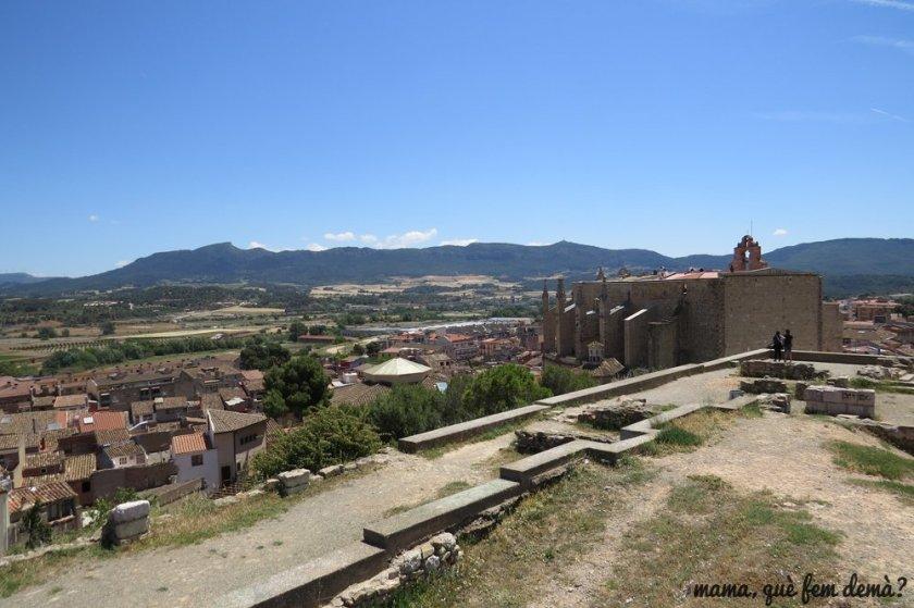 pla de Santa Bàrbara de Montblanc con vistas a la parte trasera de la iglesia