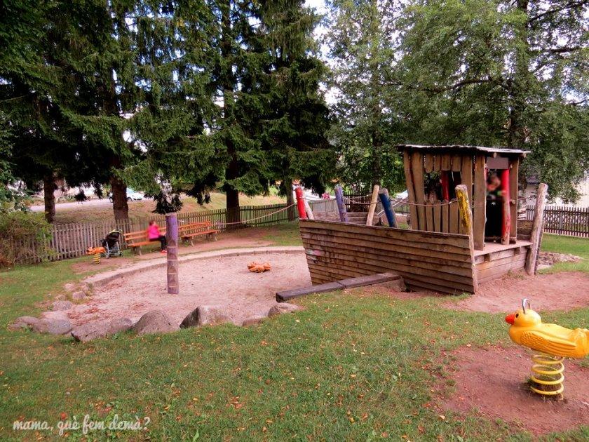 parque infantil al lado de la iglesia de Titisee