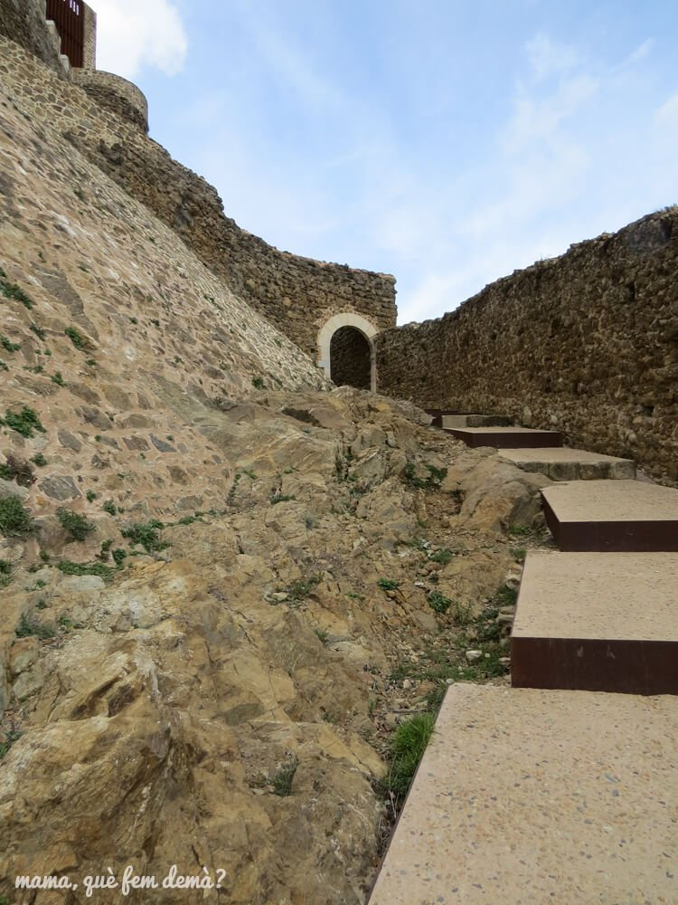 castell_montsoriu05