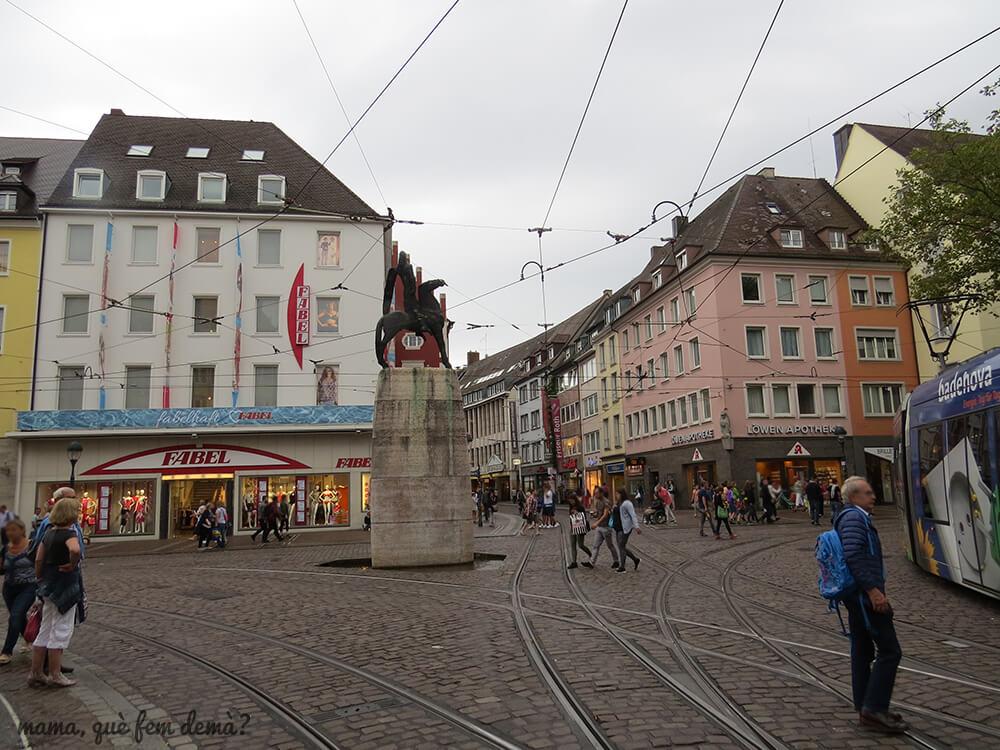 Cruce de lineas de tranvia en Friburgo