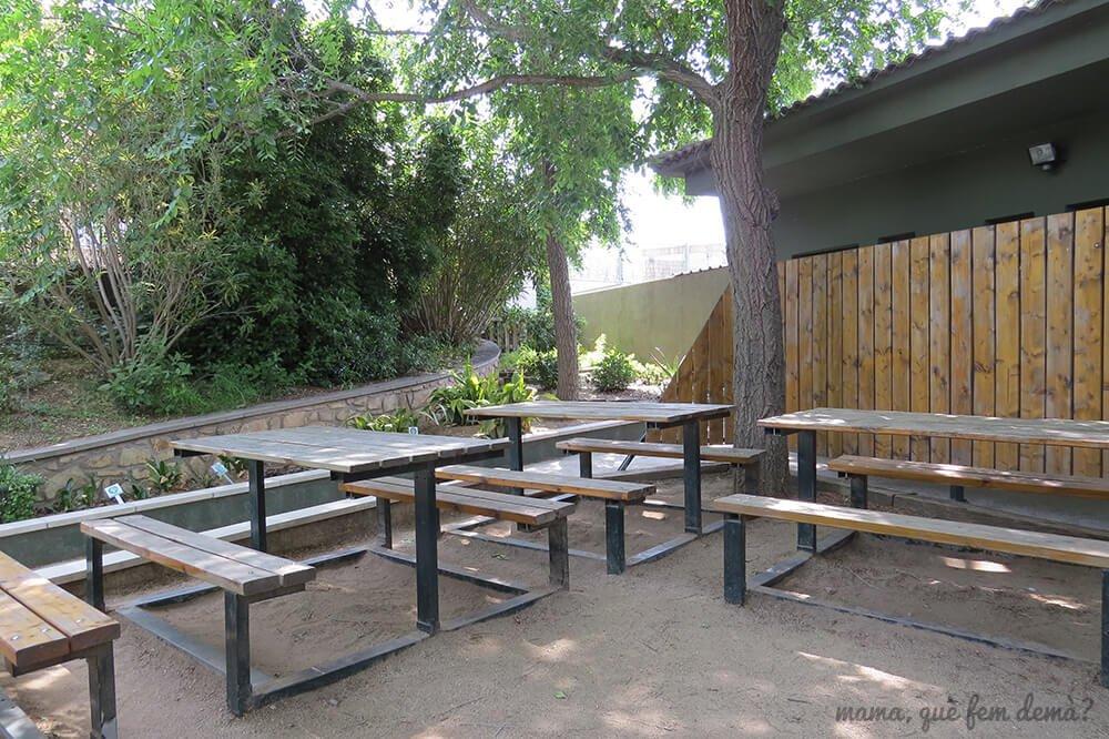 Mesas de picnic en el CRARC