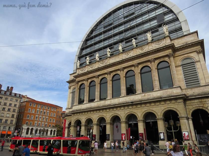 exterior del edificio de la ópera de Lyon