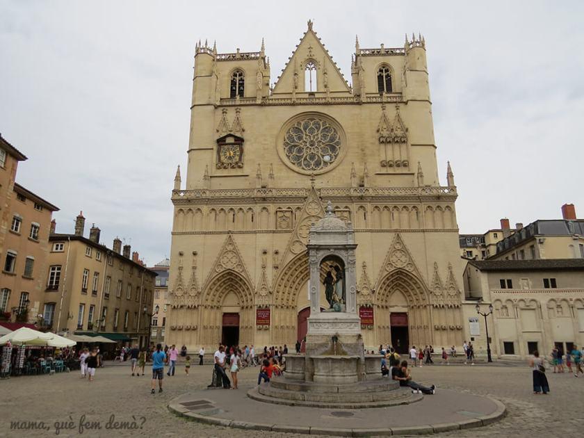 Exterior de la Catedral de San Juan de Lyon
