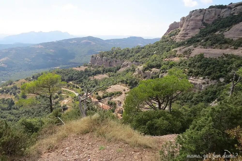 Vistas de Montserrat y de Can Pobla desde la Mola