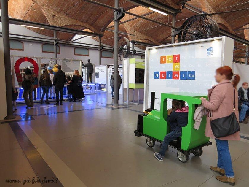 mini tren con ruedas para que llevar a los niños por el mNACTEC