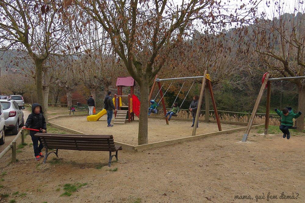 Parque infantil en Mura.