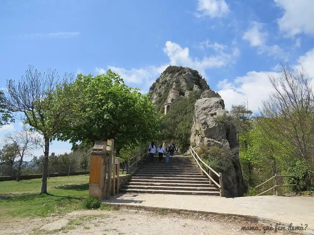 Acceso a la cueva del Santuario de Santa Maria de Queralt