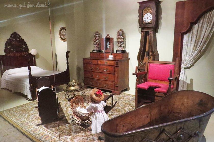 dormitorio con muebles de época del Museu de la Vida Rural