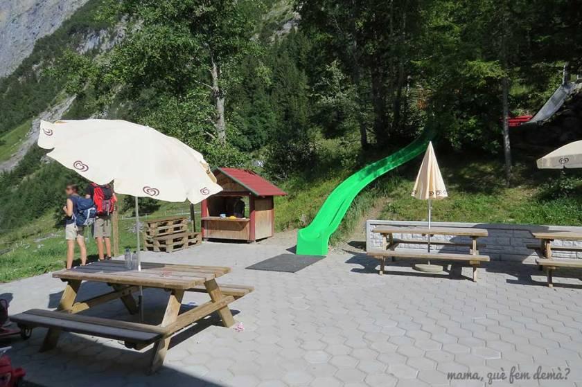 Parque infantil y mesas de picnic en Pfingstegg