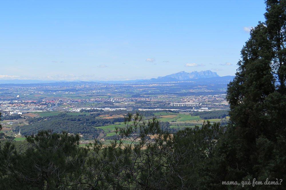 montserrat desde la ruta prehistórica la roca del vallès
