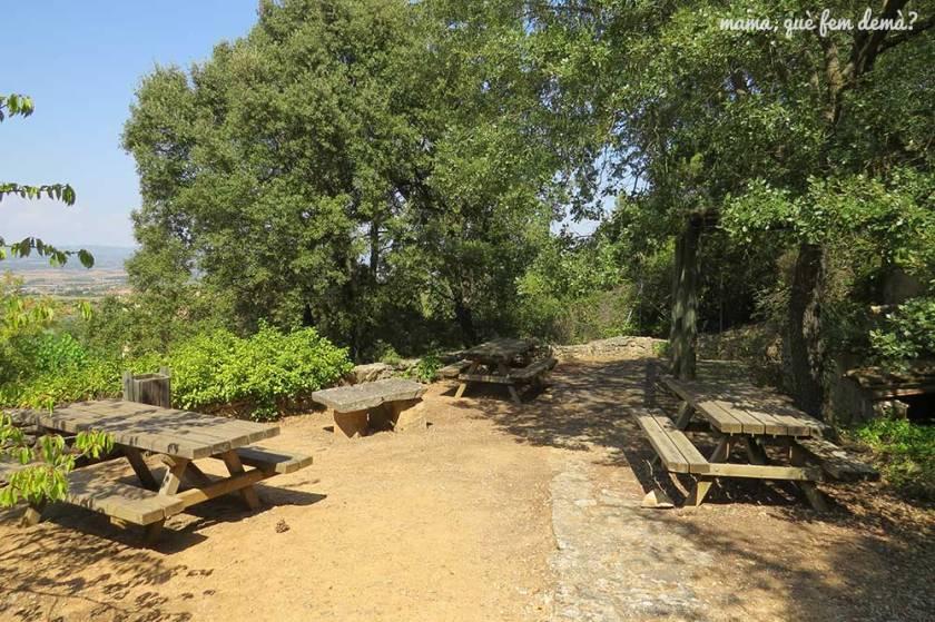 Mesas de picnic en El Garber