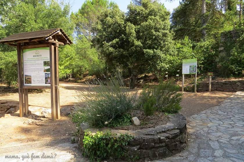 Entrada y panel informativo del Espai d'educació ambiental El Garber