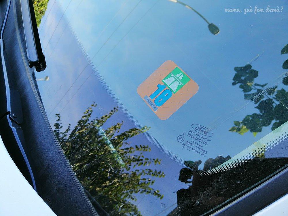 Viñeta para el coche imprescindible para circular por Suiza