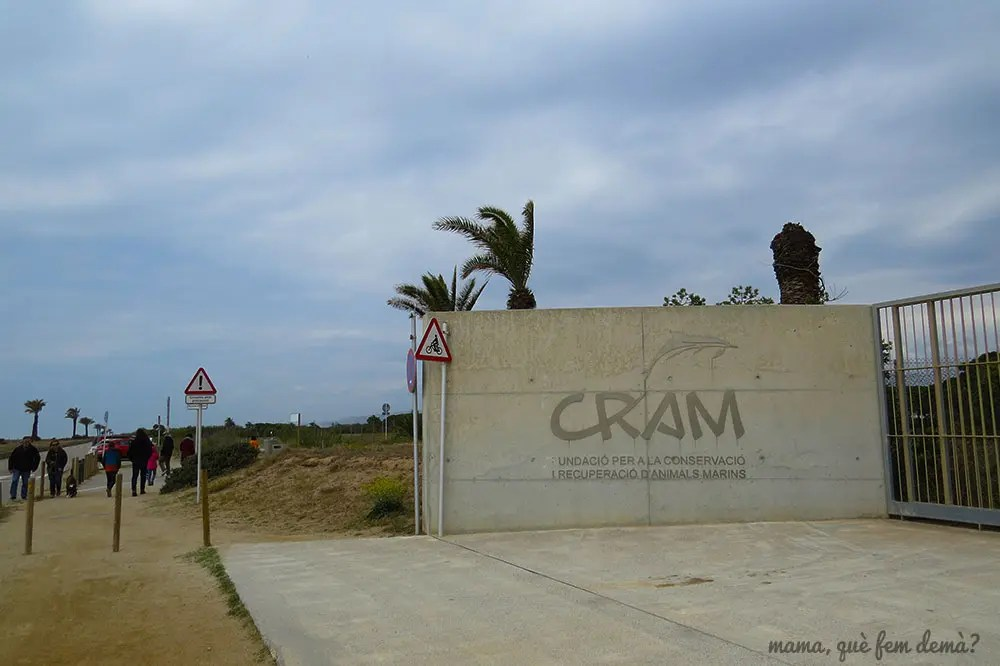 Puerta de entrada del CRAM en la playa del El prat