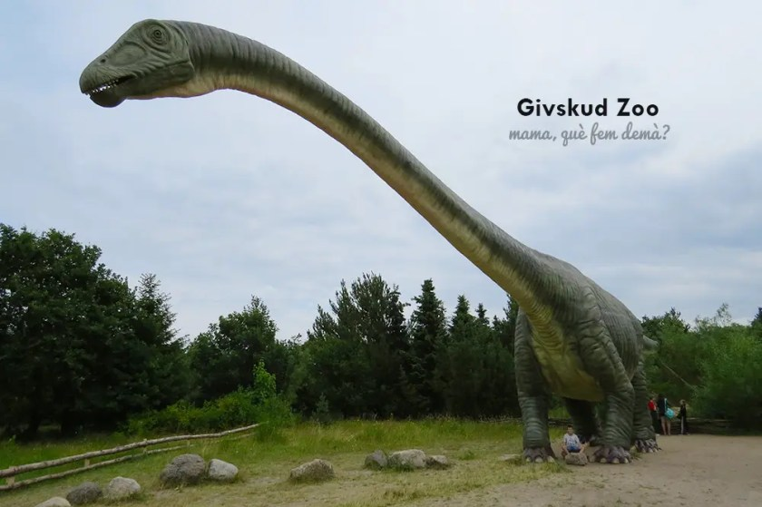 dinosaurio a escala real en Givskyd Zoo