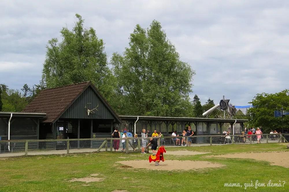 estructura para comer de pícnic y a cubierto en Givskyd Zoo