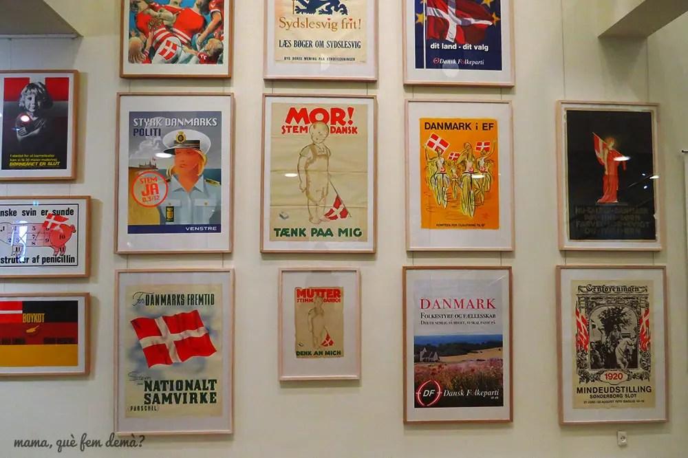 Exposición de carteles.