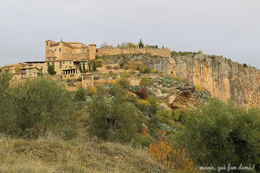 Colegiata y castillo de Alquézar desde el camino de vuelta de las pasarelas del Vero