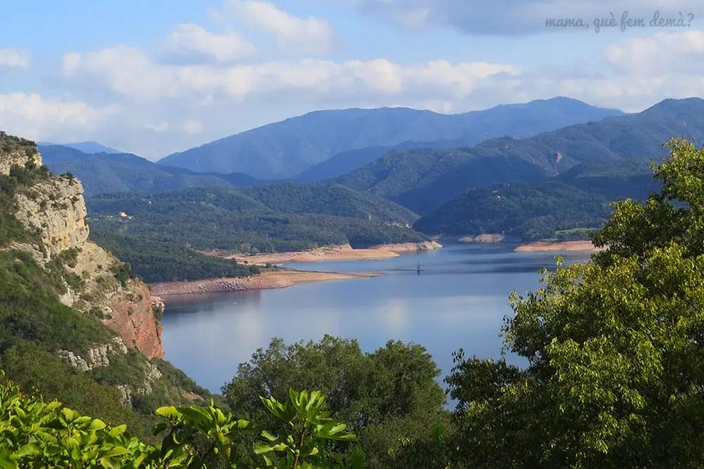 vistas del campanario del pantano de Sau desde el parador de Vic-Sau