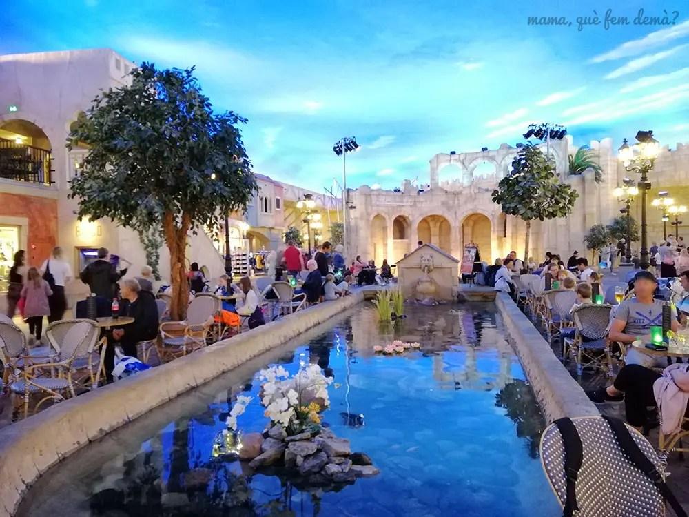 Lalandia Plaza: Zona de restaurantes de Lalandia Aquadome en Billund