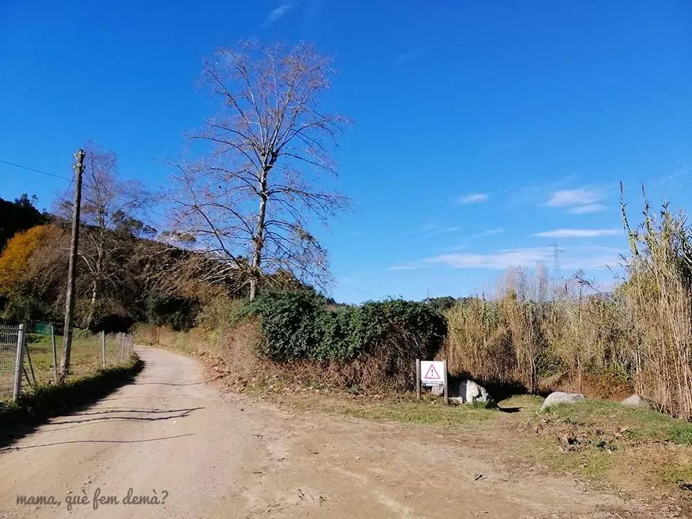 Desvío hacia la Font de la Teula en el Parc Fluvial del Ripoll en Sabadell