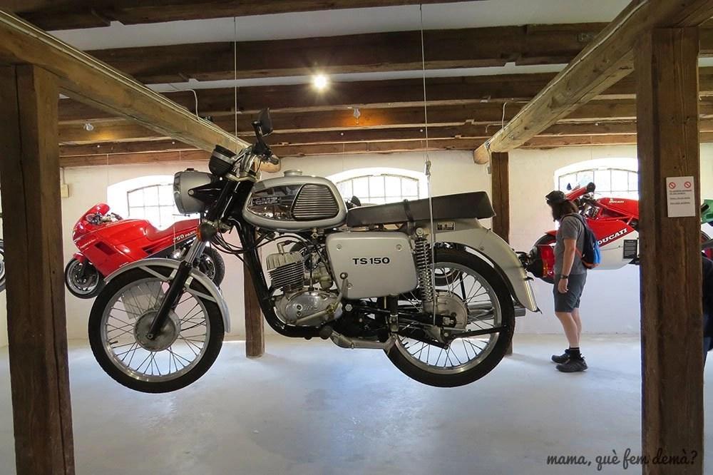 Exposición de motos antiguas en el Castillo de Egeskov
