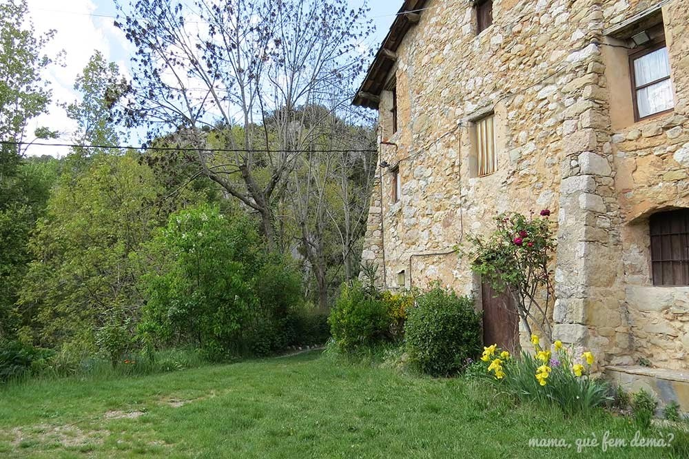 Exterior de la masia Cal Patzí de la Nou del Berguedà