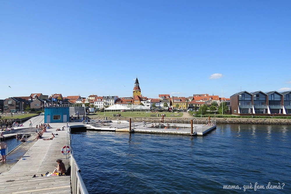 Panorámica de Faaborg desde la zona del baño del puerto, Dinamarca