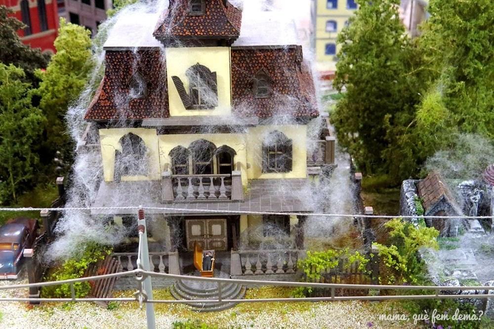 casa fantasma en la maqueta del Railhome BCN