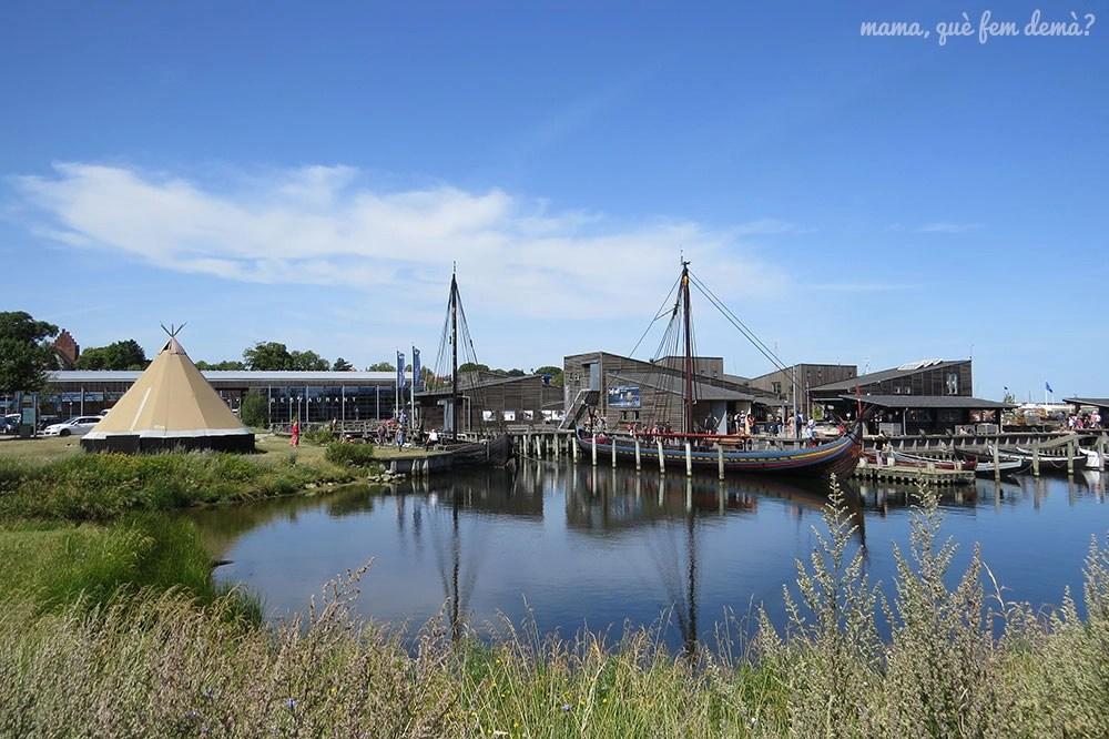 exterior del museo de barcos vikingos de Roskilde