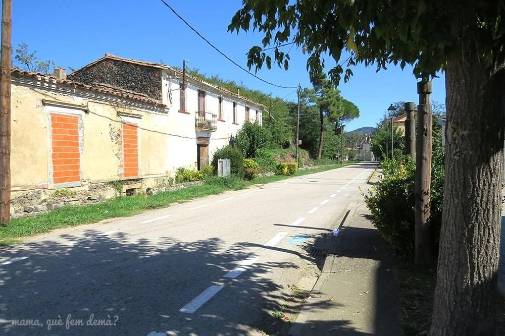 Ruta del carrilet hacia el Gorg de Can Poeti en les Planes d'Hostoles, Garrotxa