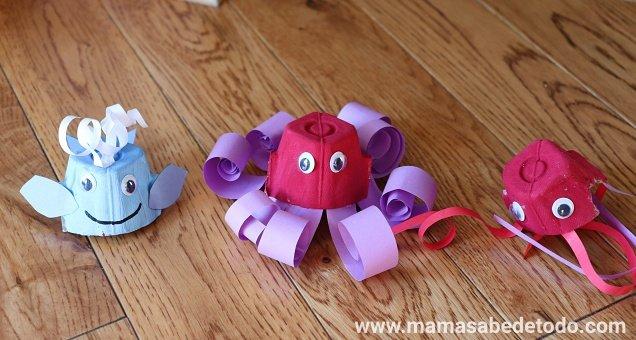 Pulpo, medusa, ballena, hechas con cartones de huevo. Crafts made with egg cartons.
