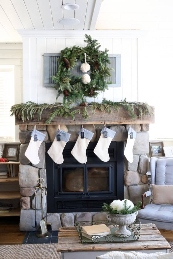 Farmhouse Christmas Mantel-1