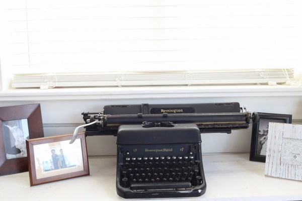 Black Remington Typewriter | This Mamas Dance-5
