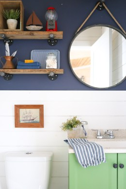 diy-industrial-reclaimed-wood-shelves-with-pipe-brackets-9