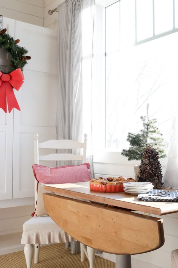 Christmas Morning Cinnamon Buns   via Ashlea of This Mamas Dance #recipe #cinnamonbuns #food #breakfast